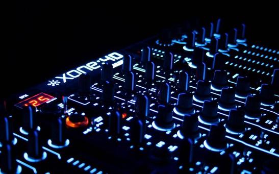 Vign_Allen_and_Heath_Xone_4D_Dance_Mixer